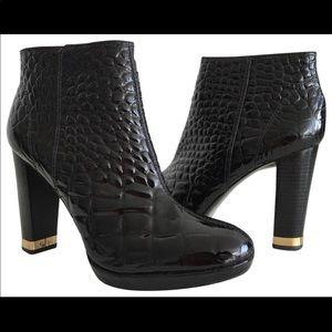 TORY BURCH short boots.